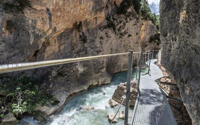 La senda más famosa de Alquezar: la ruta de las pasarelas